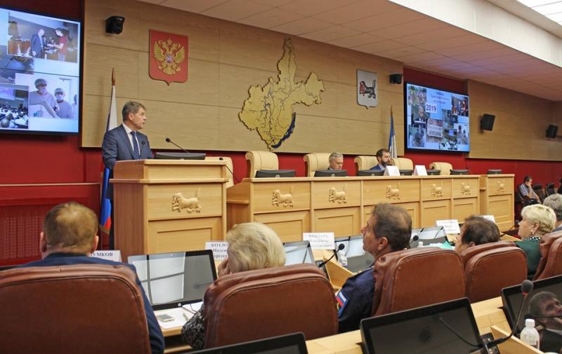 Министр здравоохранения Иркутской области Олег Ярошенко принял участие в заседании Общественного Совета Законодательного собрания Иркутской области под руководством председателя Алексея Соболя 26 сентября 2019 года.