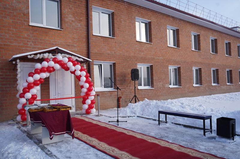В п.Кутулик произошло праздничное событие: для медицинских работников ОГБУЗ «Аларская районная больница» построили 24-квартирный дом.
