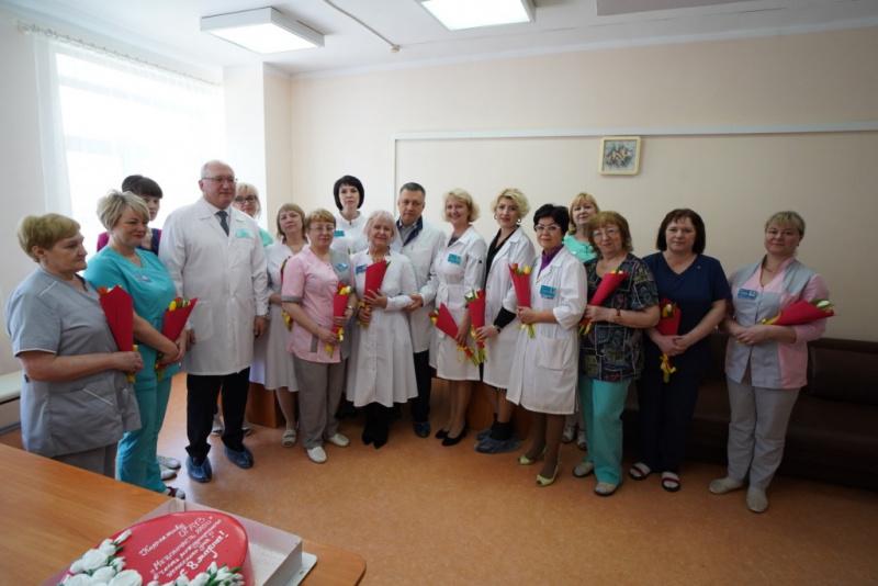 Врио Губернатора Иркутской области Игорь Кобзев посетил родильное отделение медсанчасти ИАПО в Международный женский день