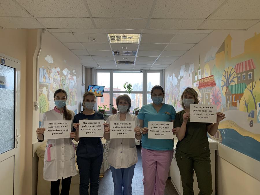 Сотрудники ГБУЗ «Иркутский областной центр по профилактике и борьбе со СПИД и инфекционными заболеваниями» присоединились к флешмобу #Оставайсядома