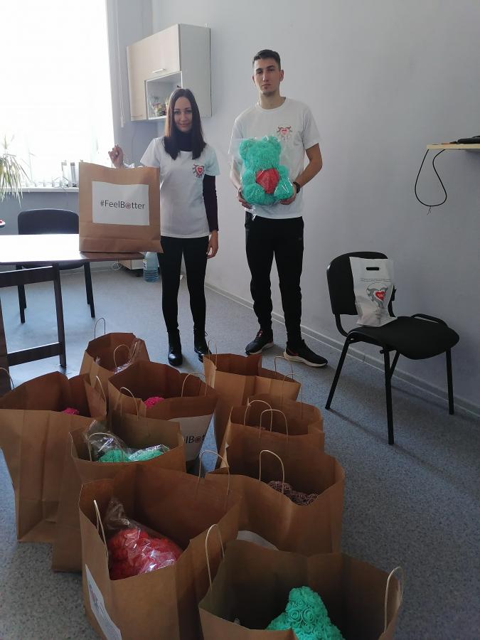 Детей с диагнозом COVID-19 посетили волонтёры в Иркутске