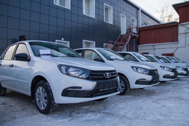 Медицинские организации Иркутской области получили 15 легковых автомобилей